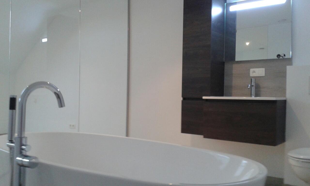 Lhonneux nos r alisations bloc de 4 for Salle de bain grenier